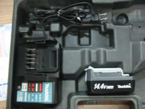 マキタ インパクトドライバ M695D -4